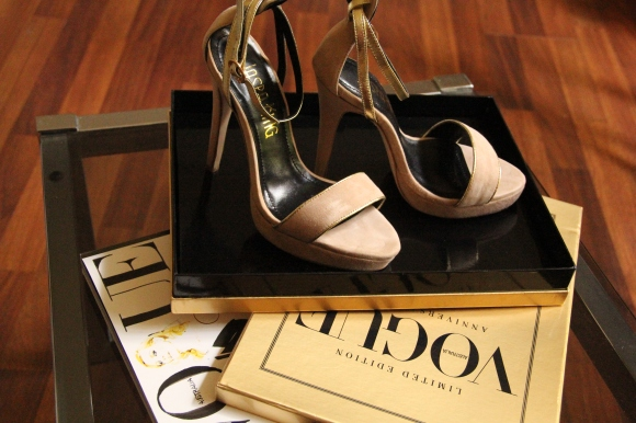 Jaspa King New York Suede Sandal Nude with Gold Straps.